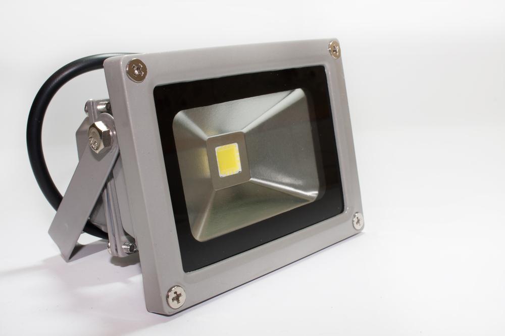 Aprenda como usar refletores de led na área externa