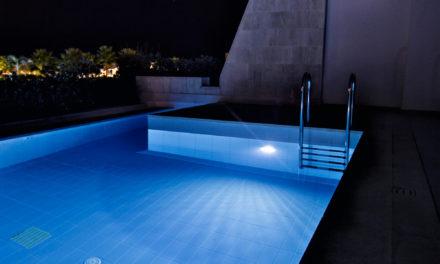 Saiba como acertar na iluminação para piscina