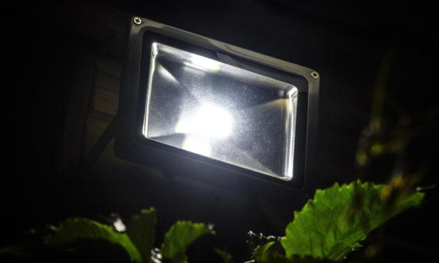 Conheça as indicações de uso e principais tipos de refletores LED